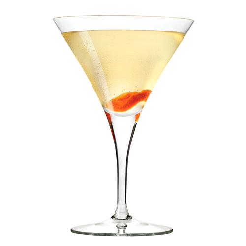 Абрикосовая водка в стакане