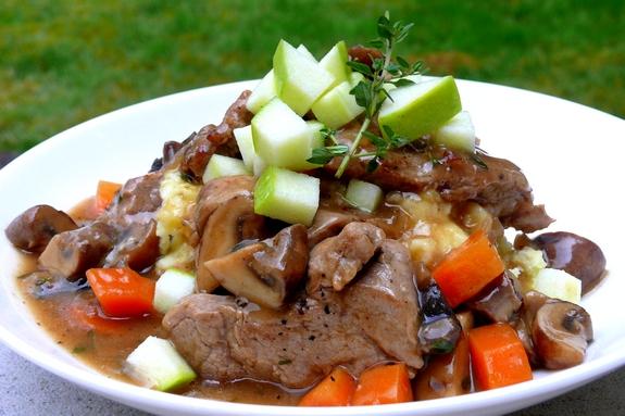 Блюдо со свининой и грибами