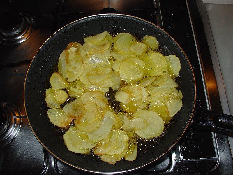 Поджаристая картошка на сковороде